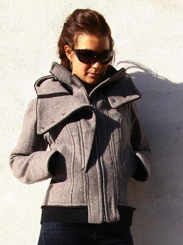 Manteau de la griffe Cavale, fait de matériaux militaires recyclés