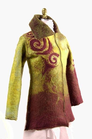 Manteau de feutre de laine mérinos, création sur mesure par Émilie Desmeules