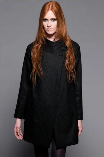 Manteau Pasoli noir de Valérie Dumaine, 279$.