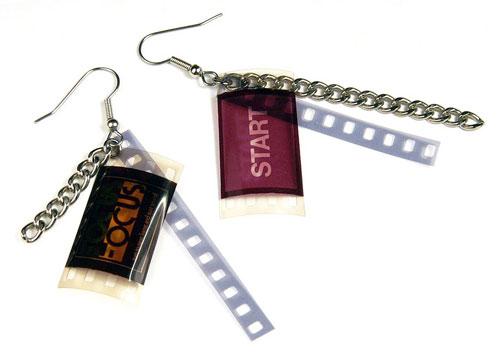 Tomate d'épingles, bijoux en pellicules de film et de photos recyclées: 22$
